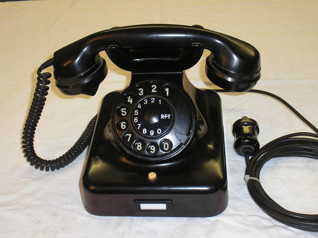 Telefon Modell W 38 aus DDR Fertigung von 1957 mit Pressglas - Weckerschalen.