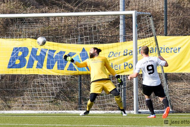 Das Foto zum 1:0 durch Andy Schoch in der neunten Spielminute. FC- Schlussmann Julian Hilbert hatte nur noch das Nachsehen