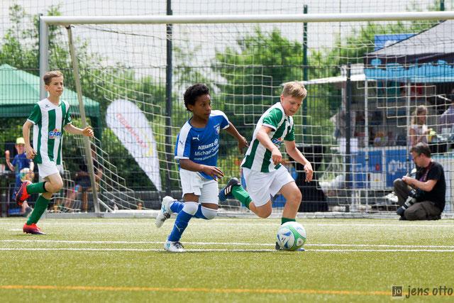 Hier stehen die besten Fotos vom E- Jugend Turnier online (Szene: Finale JFV Mittelhessen - SV Großseelheim)