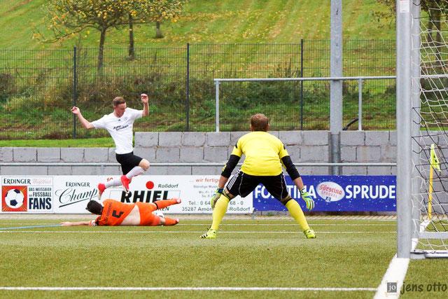 Mit überragender Leistung Marcel Schmitt einmal mehr brandgefährlich in Richtung TSV Tor unterwegs