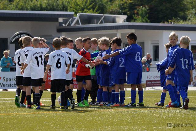 Unsere FSV Schröck F- Junioren vor dem Anpfiff zum zweiten Turnierspiel gegen den SV Kichhain I