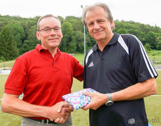 Bernhard Mankel, 1. Vorsitzender und der scheidende Trainer Reinhard Grün