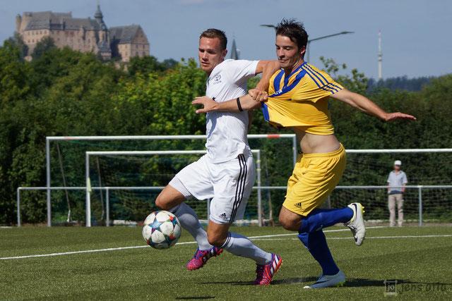 Matthias Pape im Kampf um den Ball