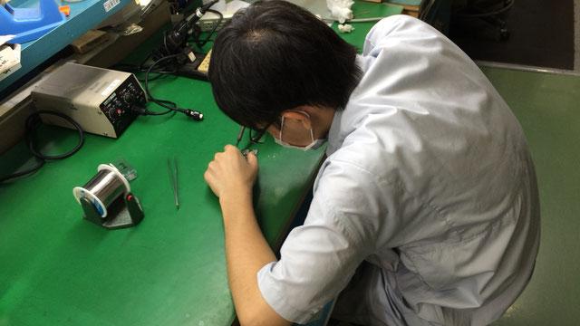 電子機器組立て(電子機器製造)の職場体験の様子