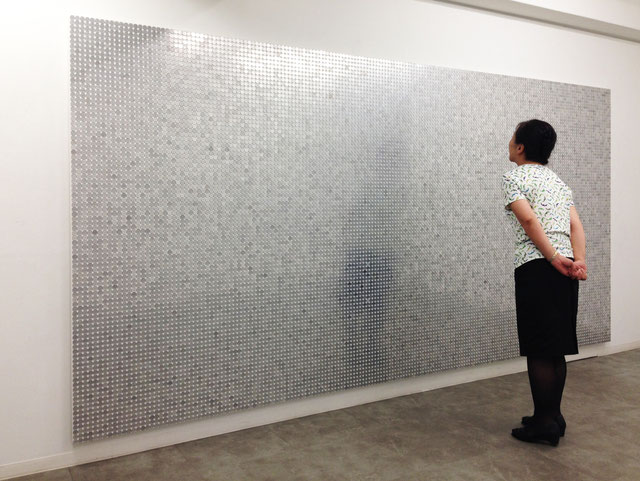 「wall of aluminum」180.0×360.0cm  一円硬貨