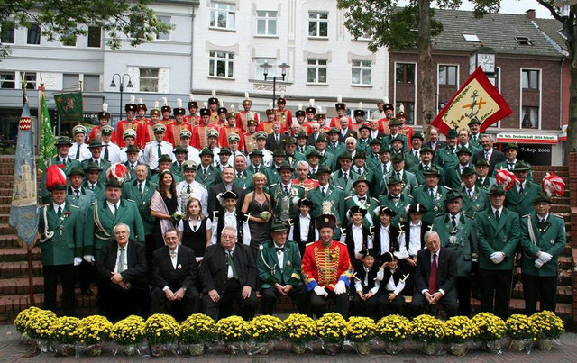 St. Sebastianus Bruderschaft 1484 Erkrath e.V. im Jahr 2008. Foto: Petra Büchel