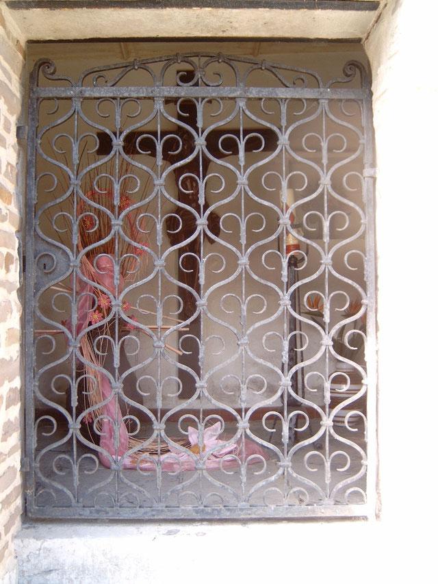 Blick in das Heiligenhäuschen. Quelle: Wikipedia, Urheber: Tirkon (unter GNU-Lizenz)