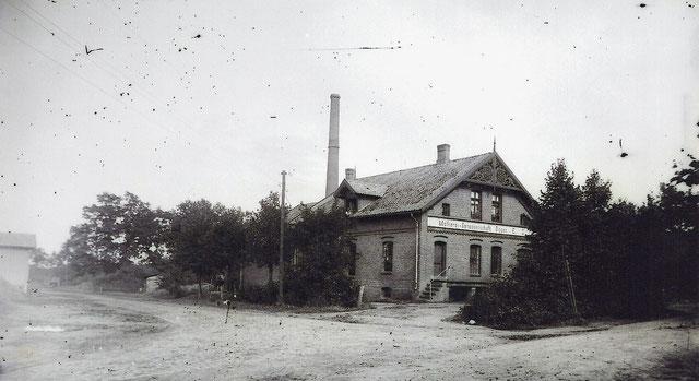 Molkerei in Bippen und ehemaliger Standort der Dampfmaschine. ( Foto um 1910 )