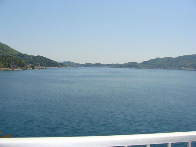 べとつかない海辺の汐風呂温泉。瀬戸内の島々を眺めながらゆっくりお過ごし下さい。