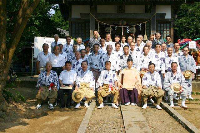 平成22年度 琴平神社祭礼 神社境内にて 神事の後の記念写真