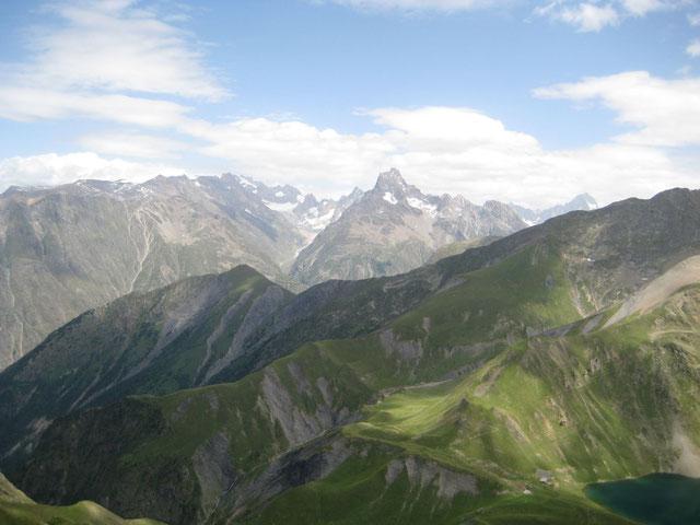Aiguille du Plat de La Selle à gauche et la Meije au fond