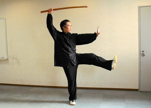 三十六式太極刀 架刀蹬脚