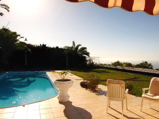 Terrasse und Garten der Villa