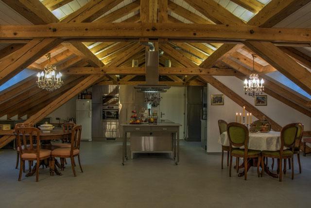 Die Kochschule im Dachstock bietet Platz für bis zu 30 Personen für Kurse und Feste.