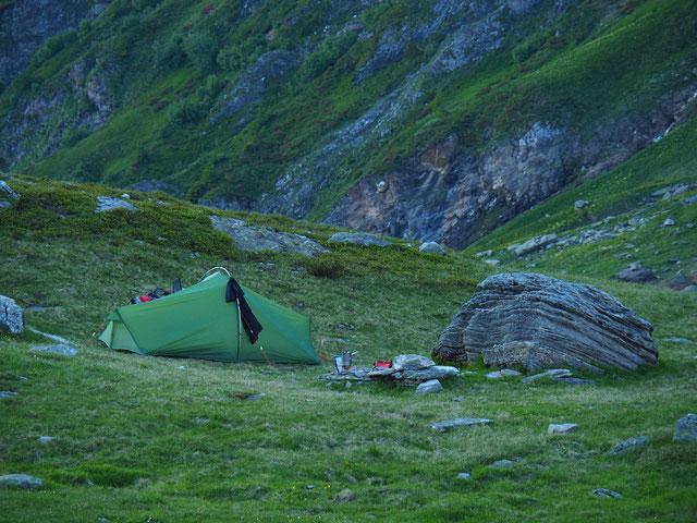 Zelten Wildcampen in den Bergen Schweiz