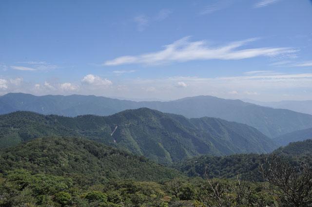 九州脊梁山地の山なみ