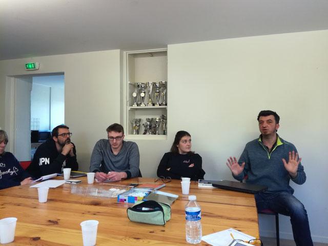 2ème réunion sur le projet de club en compagnie de P. Lousteau (qui est sur la photo car c'est pas lui le photographe ce coup ci !! D.F)