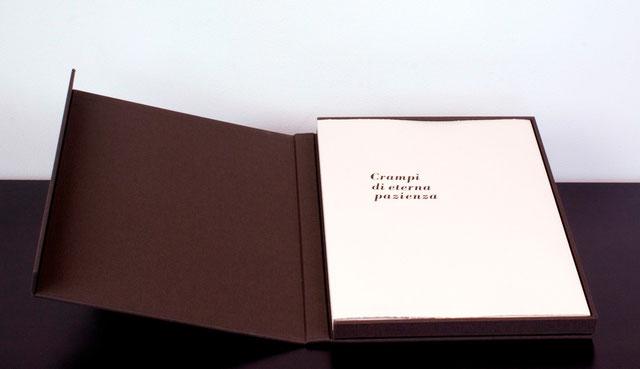 il cofanetto con la copertina del libro