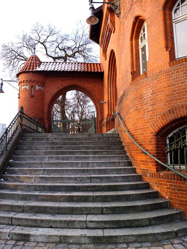 Entrance Portal Sixtus Villa