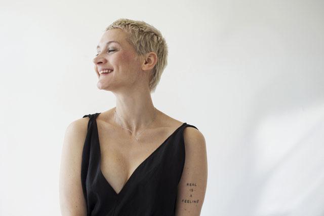 Yoga Mama Madhavi Guemoes  im Interview übers Mamasein, Meditation und Makrobiotik mit dem Mama Yoga Blog MOMazing.