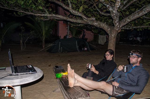 Brasilien - Südamerika - Motorrad - Weltreise - Open Air Kino am Strand von Trindade