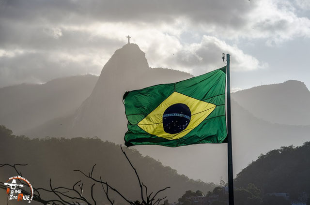Brasilien - SüdamerBrasilien - Südamerika - Motorrad - Weltreise - Rio de Janeiro - Forte de Copacabana - Blick auf die Christus Statue - Zwei Wahrzeichen auf einmal.