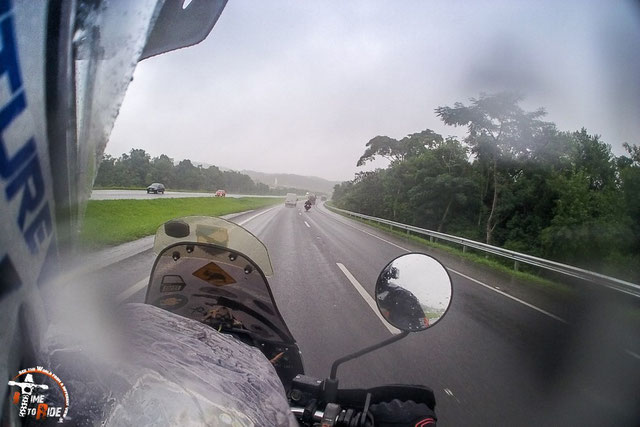 Brasilien - Südamerika - Motorrad - Weltreise - Verregneter Highway von Sao Paulo nach Curritiba