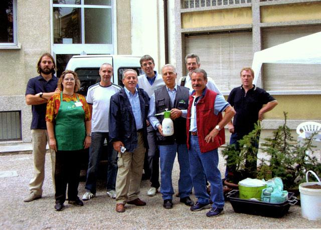 Da sinistra: Daniele, Mariagrazia, Antonio, Lino, Oscar, Gabriele, Mario, Francesco, Igino