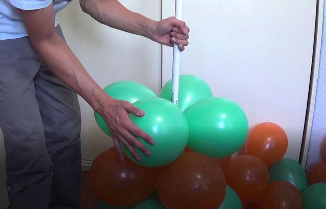 columna de globos a dos colores