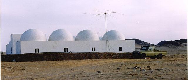 Mehaires Ham QTH near Tifariti - Typical desert houses - Maisons typiques du désert - 典型的な砂漠の家