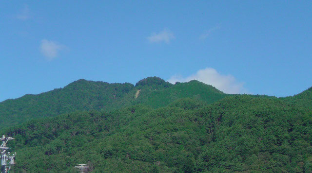 カレーの大原屋から望む風越山