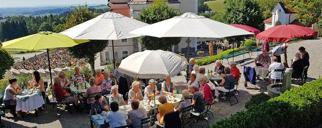 Oft verbinden Gruppen eine Kulturhaus - Führung mit einer Kaffeestube im Kulturpark ...