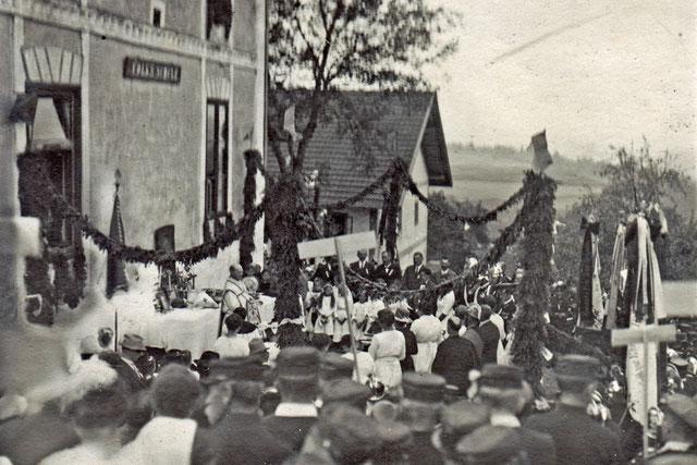1928 (?) Aufstellung zum Umzug mit den Erstkommunionkindern