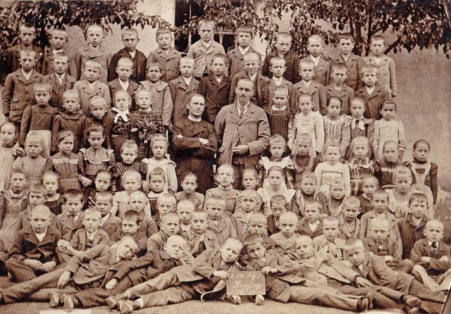 Eines der ältesten Klassenfotos der Volksschule Kopfing | 1903