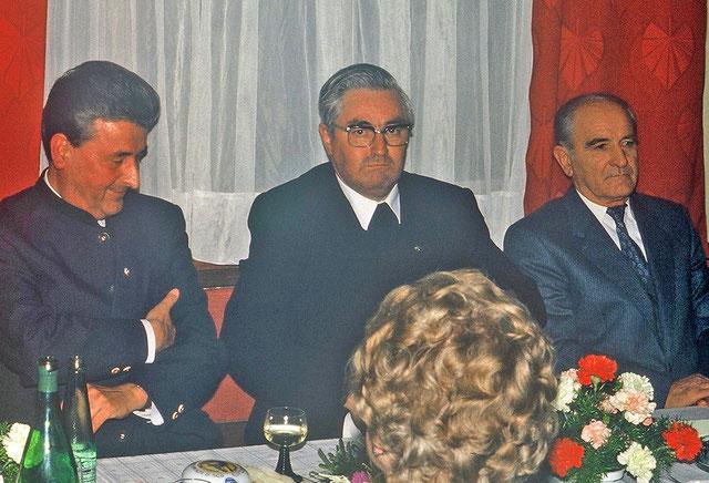 Ehrenbürgerfeier: Msgr. Alois Heinzl mit Dr. Franz Stockinger (l.) und Josef Grüneis-Wasner (r.) am 6.10.1981