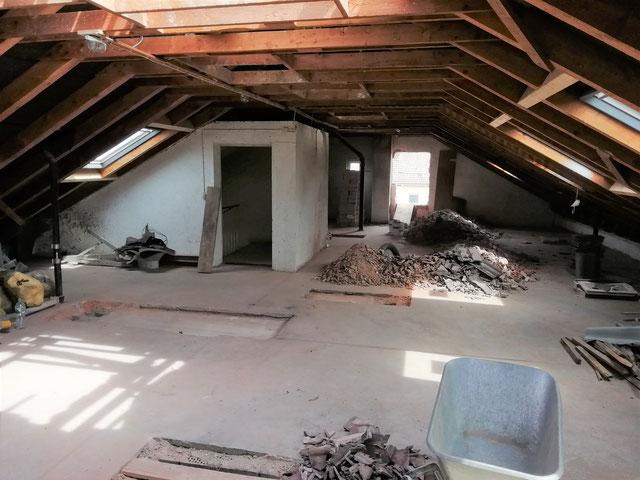 Entkernung eines Dachgeschosses zur späteren Umwandlung in Wohnraum