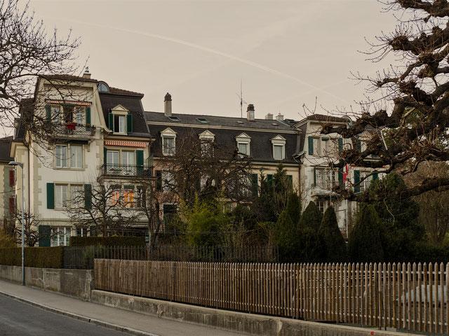 Eine stattliche Häuserzeile am Ralligweg.