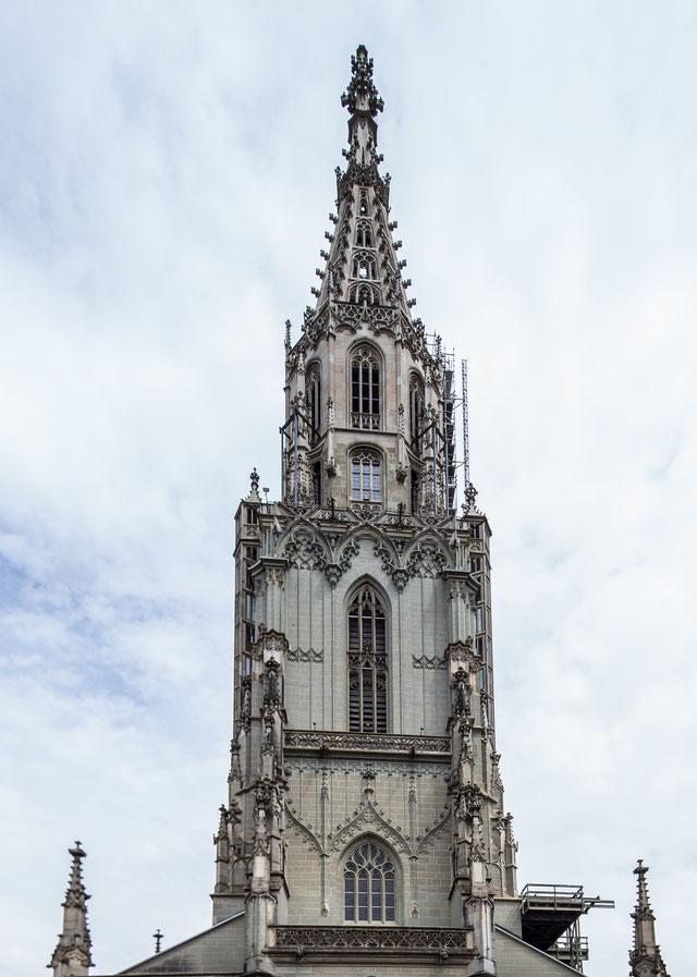 Der Münsterturm, von vorne. 3. Mai 2017, 15 Uhr, Can. 1Dx, Can. 17 mm tse.