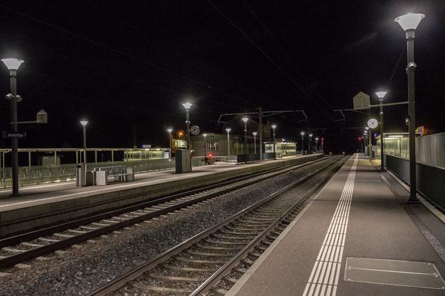 25. Mai 2018: der Bahnhof, vor der Einfahrt des letzten Abendzuges der Linie S9 aus Zürich, Ankunft 00.53 h. Canon 1Dx 35 mm.