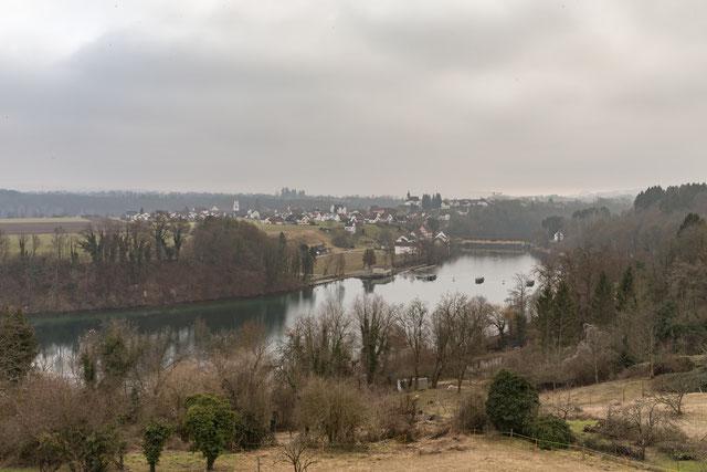 Rheinau (CH), von Altenburg (D) aus gesehen.