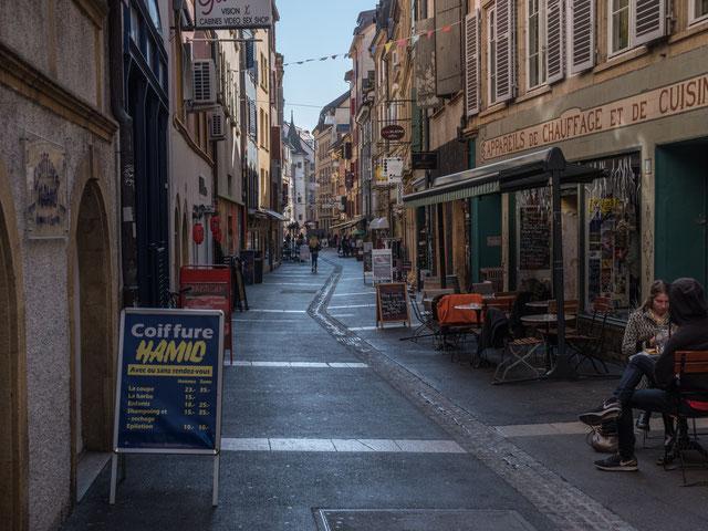 Dans les ruelles de Neuchâtel: 18 octobre 2017, Fuji GFX 50S, 63 mm.