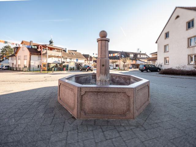 24. Februar, Dorfbrunnen Altenburg, Fujifilm gfx 50s mit Can 17 mm ts.