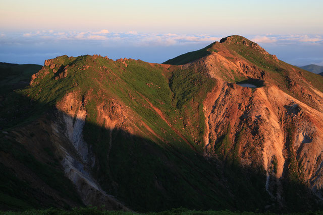 星生山(右)と星生崎(左)