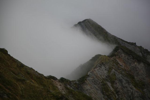 弥山より剣ヶ峰を望む