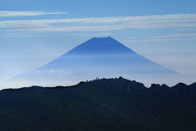 農鳥岳と富士山