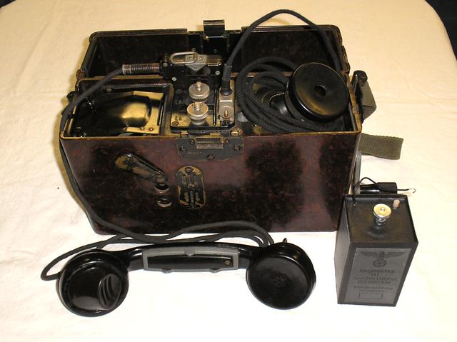 OB Feldfernsprecher Modell FF 33 von Telefon & Normalzeit GmbH Frankfurt a/M. mit Zubehör - Fertigungsjahr 1939