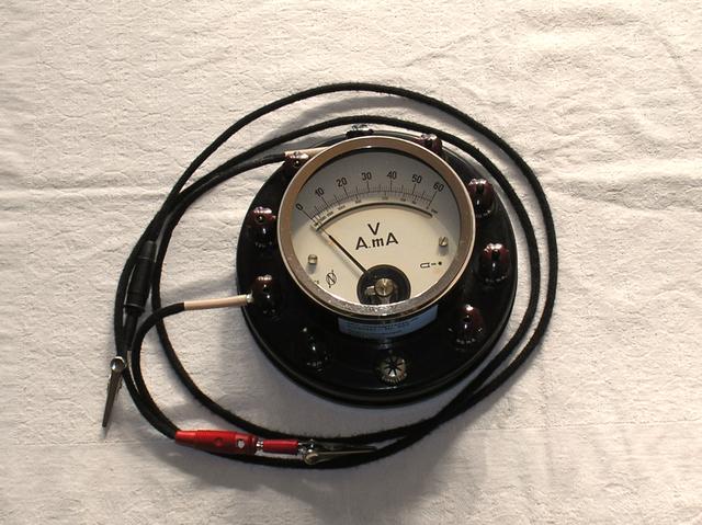 Schulmessgerät von 1948 - Multimeter A / V / Ohm - Fa. Josef Neuberger Bayern