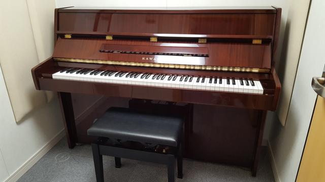 アップライトピアノ(YAMAHA M5J) 広さ2.0畳 料金500円/30分 利用人数1-2名