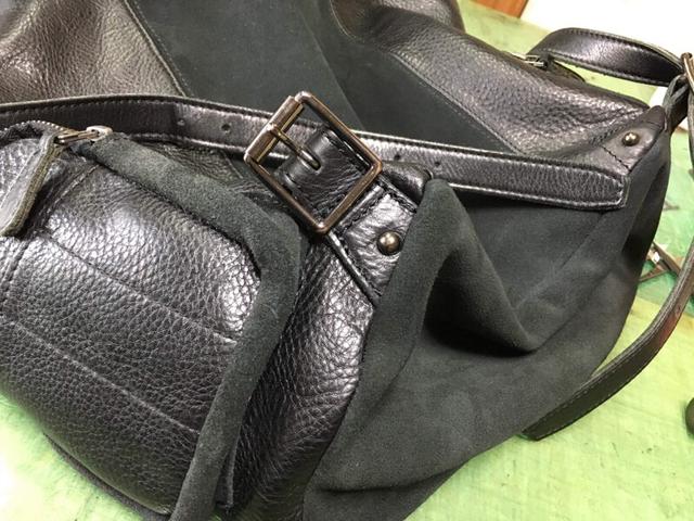 ショルダーの付け根革を、サイド(ポケットの横あたり)に付け替えました