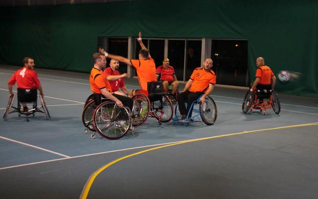 Face aux  Pays-Bas, perdu 9 à 11, meilleur résultat du tournoi contre les hollandais